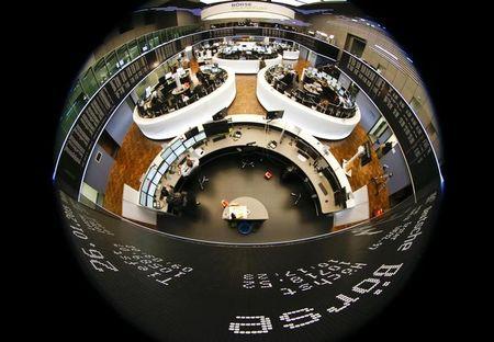 Stocks – Europe Lower Amid Worries Over Virus Resurgence