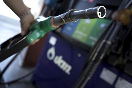 U.S. Crude Sinks Below $35 as Covid Fears Pummel Market