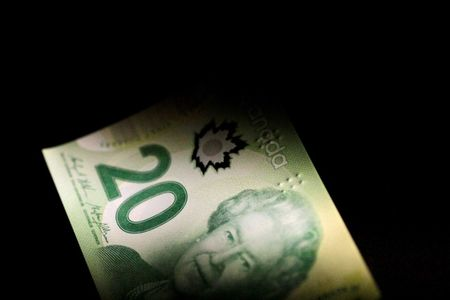 Loonie's Fate Hooked to Global Stocks With Bank of Canada Neutralized