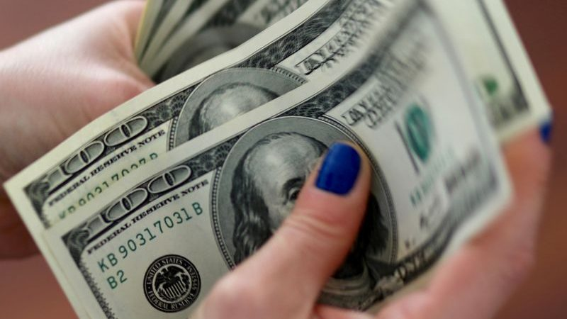 Dollar clings to gains as traders wait for China growth data