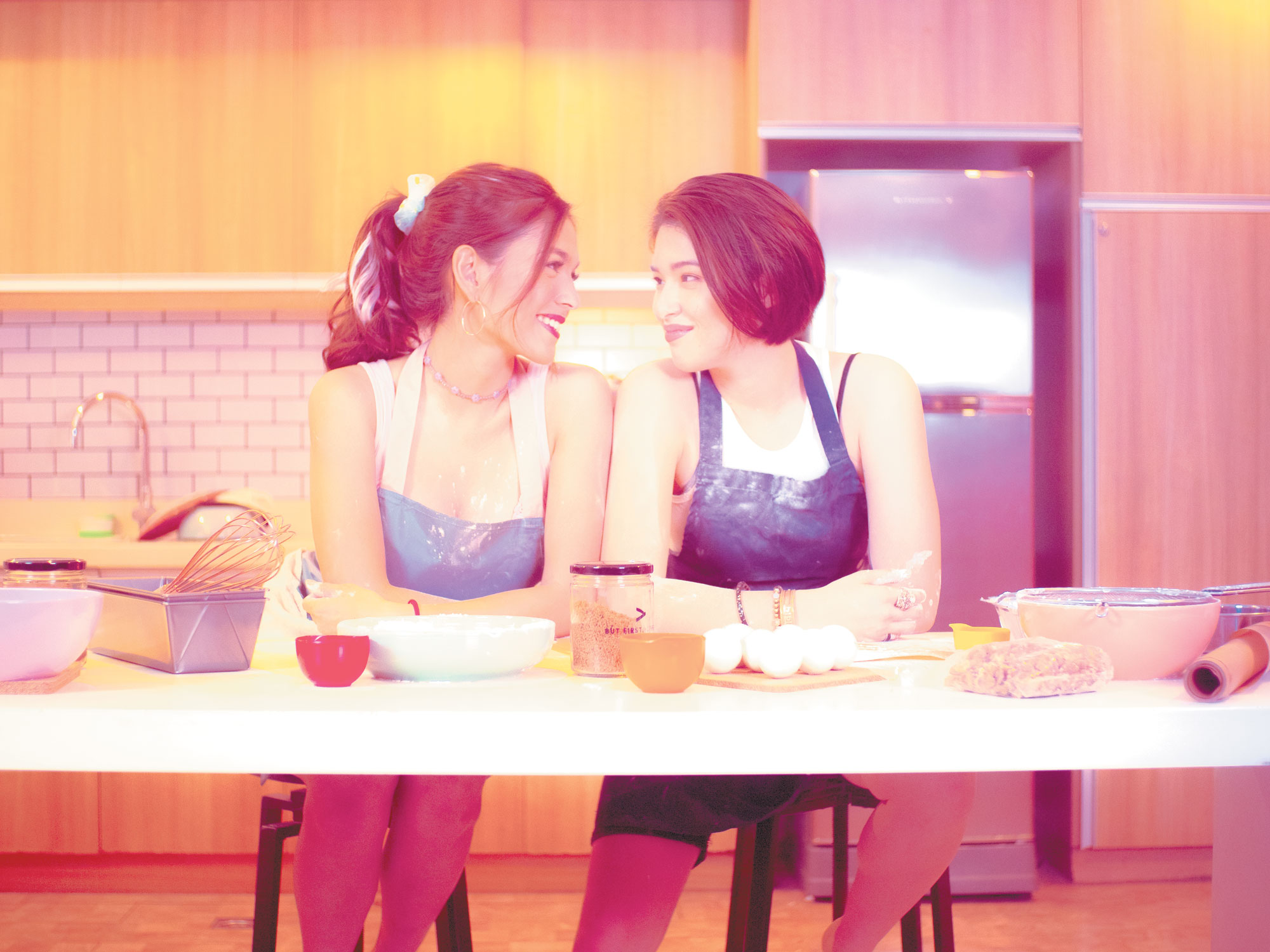 2 girls and social media: New romcom tackles the vicissitudes of romance and online contests