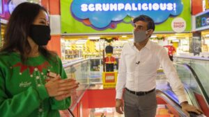 """Sunak tells shoppers: """"Don't panic about presents"""""""
